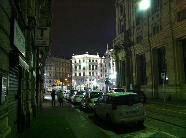 milan-centre-by-night